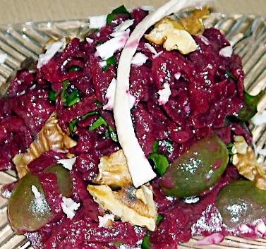 rote beete salat mit cassis vinaigrette und gr nen trauben gaumenkitzler. Black Bedroom Furniture Sets. Home Design Ideas